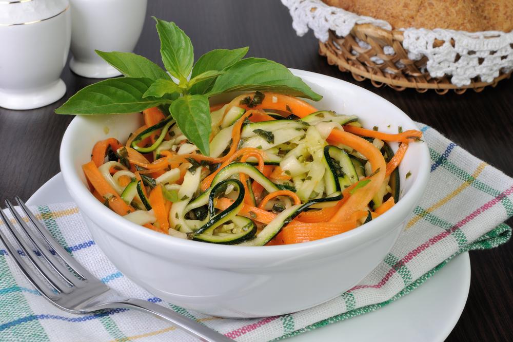 Морковный салат с цуккини фото