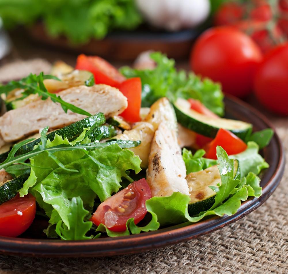 Салат-гриль с куриным мясом и цуккини фото