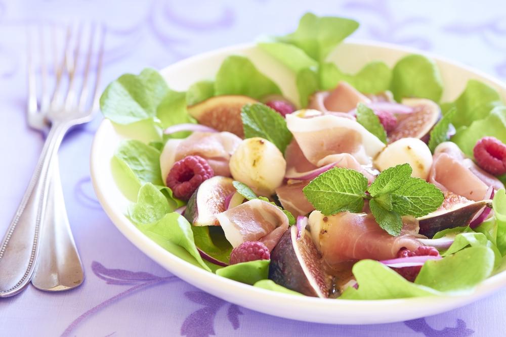 Салат с камамбером фото