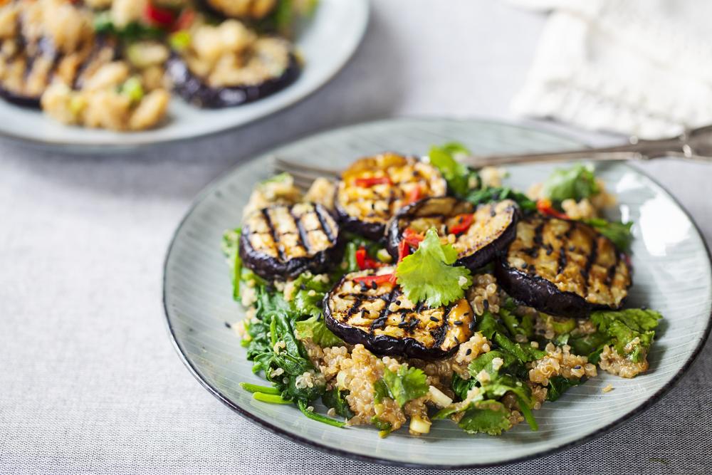Теплый салат с баклажанами фото