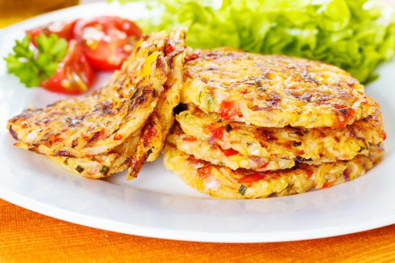 Оладьи из кабачков с сыром и помидорами рецепт