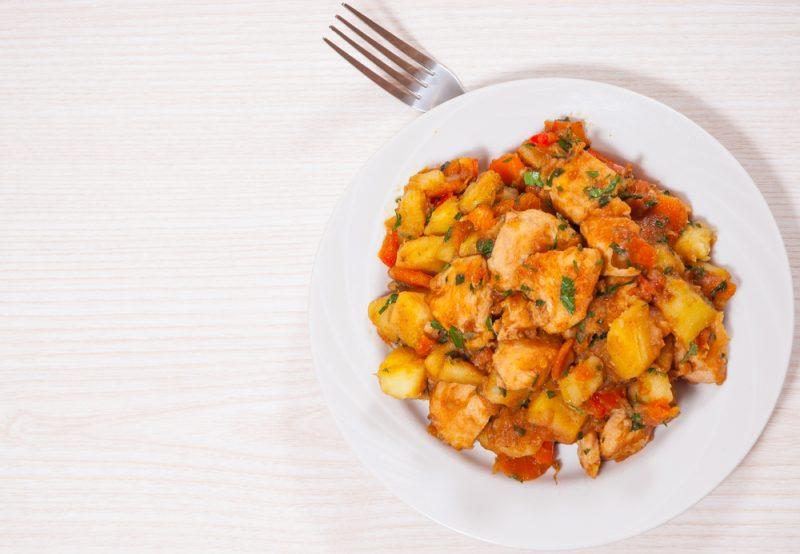 Подлива с тушеной свининой и отварным картофелем рецепт