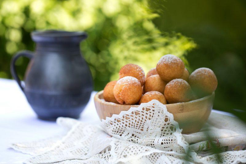 Творожные пончики с начинкой из яблока рецепт