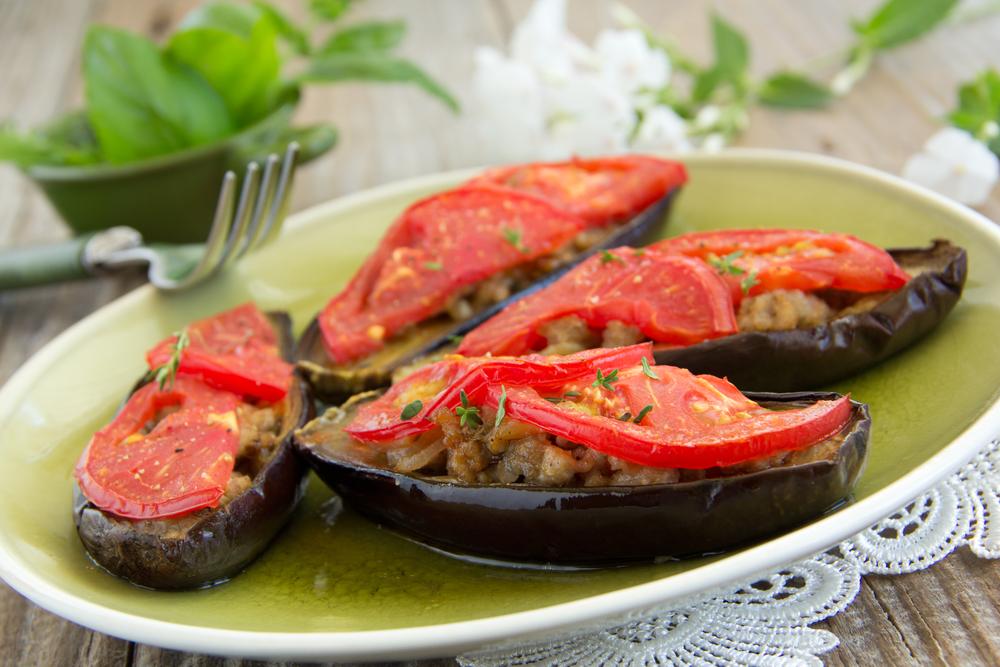 Баклажаны с помидорами и фаршем фото