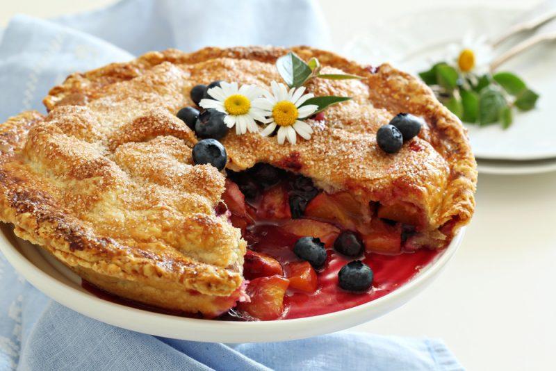 Черничный пирог с персиками рецепт