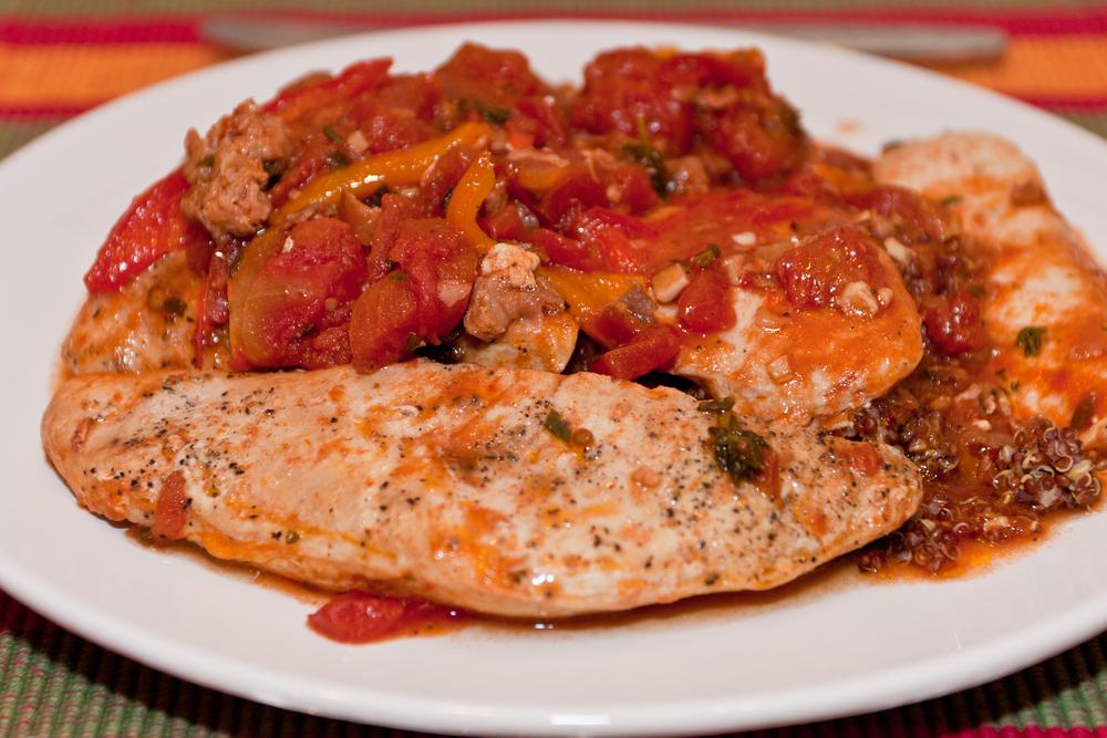 Куриная грудка с помидорами фото