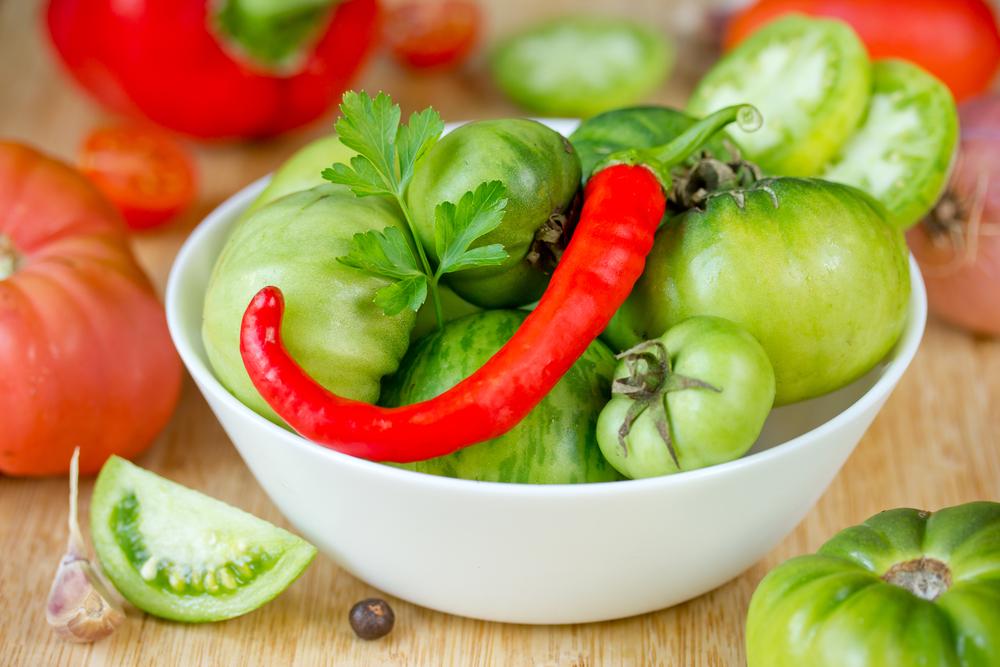 Острый салат из зеленых помидоров фото