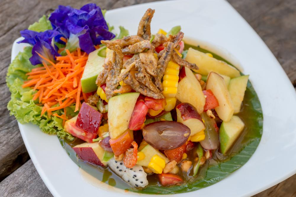 Салат с соленой скумбрией и кукурузой рецепт