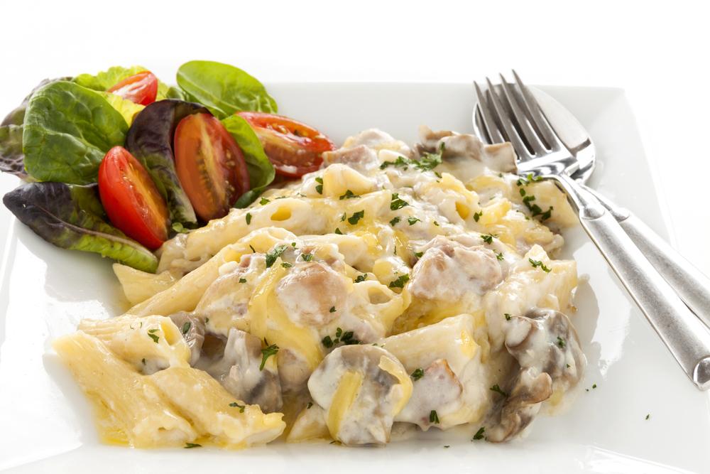 Салат с курицей, грибами и сыром фото