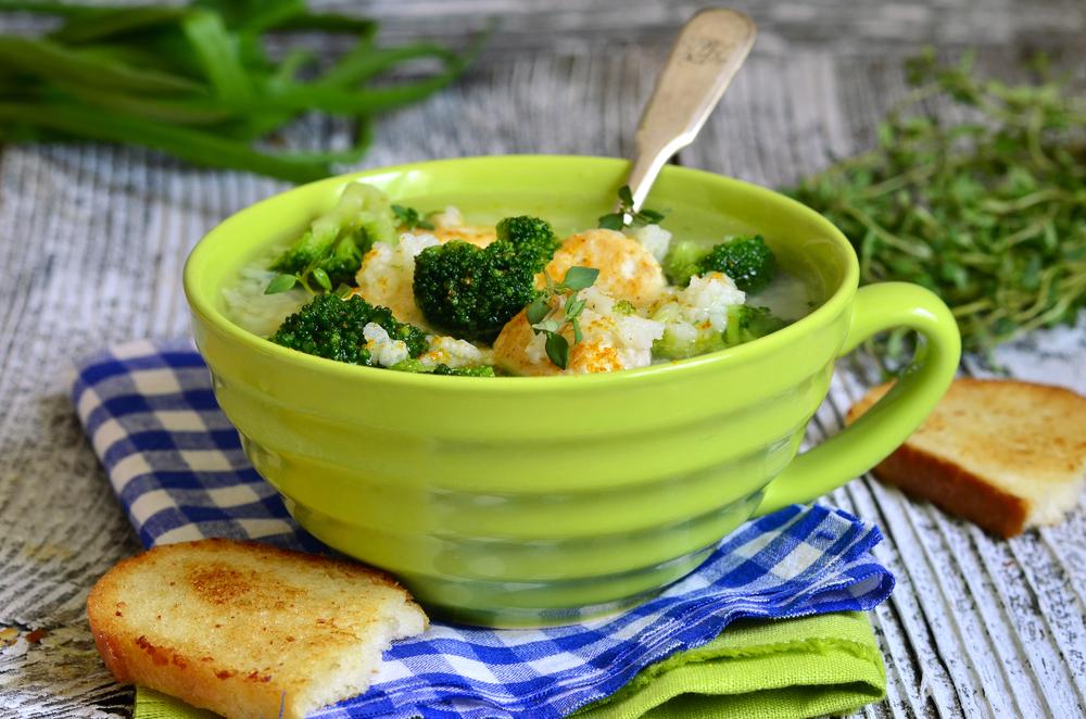 Суп из брокколи с фрикадельками фото