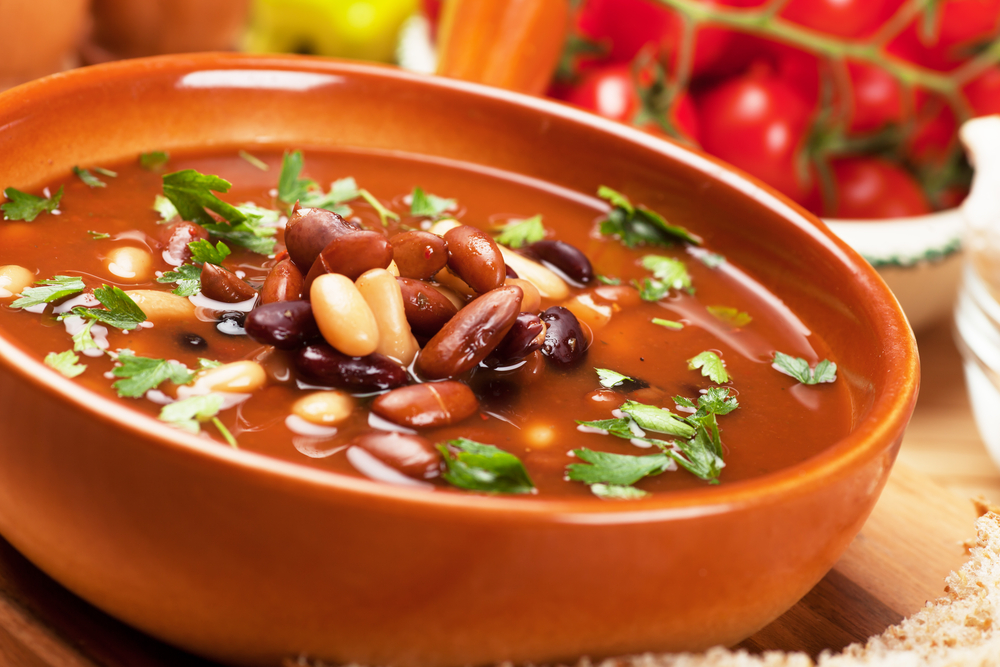 Фасолевый суп фотография