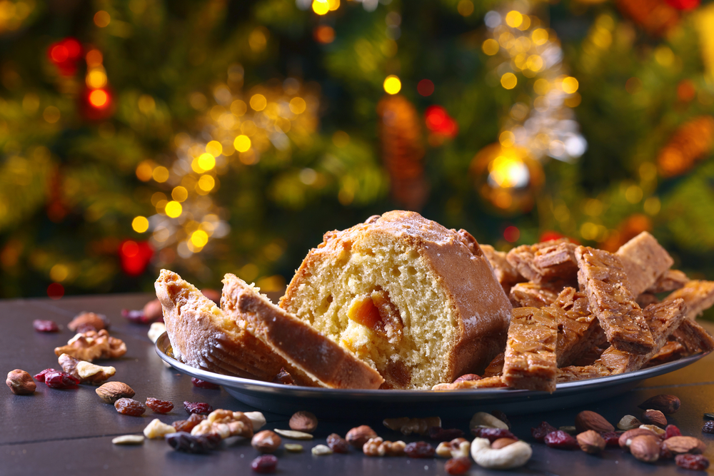 Кекс с орехами и сухофруктами фото