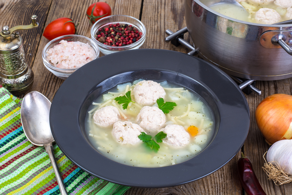 Куриный суп с вермишелью и фрикадельками фото