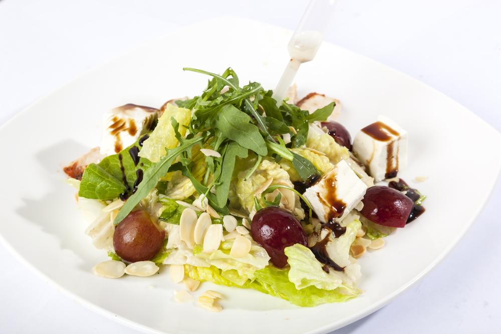 Легкий салат из индейки фото