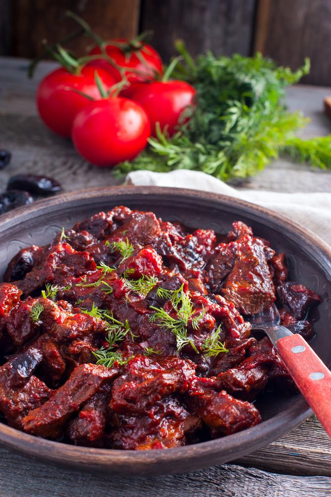 Тушеная говядина в черносливе рецепт