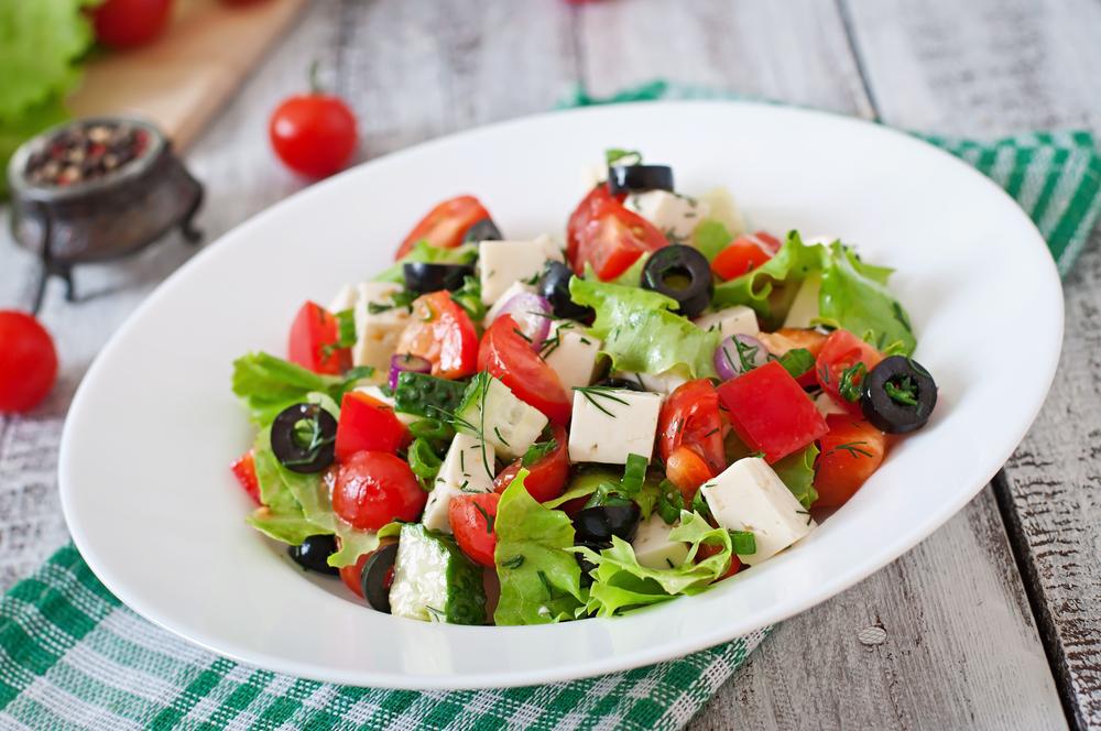 Как заправить греческий салат