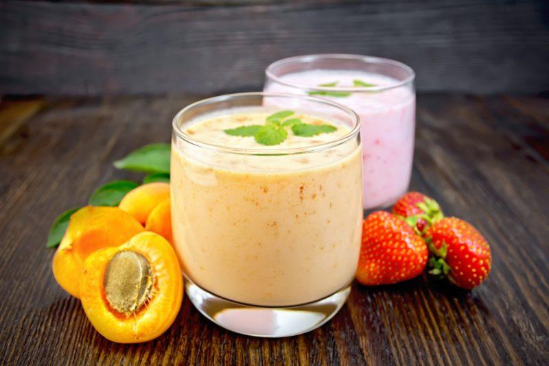 Клубнично-абрикосовый коктейль рецепт