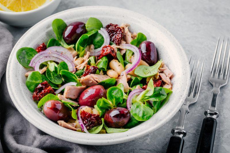 Рецепт салат из тунца и красной фасоли