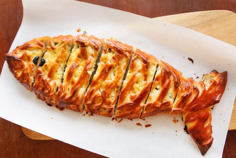 Пирог в форме рыбы