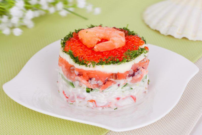 Салат с красной икрой: фото