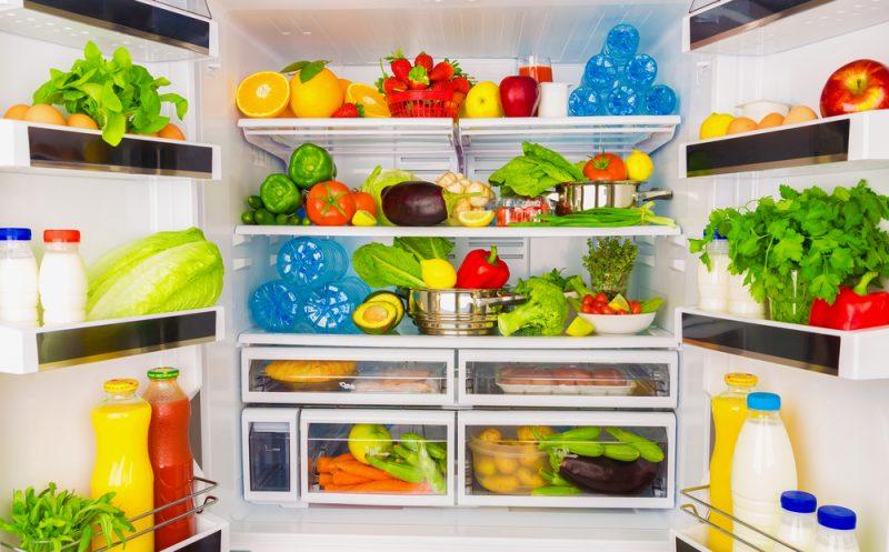Холодильник с фруктами
