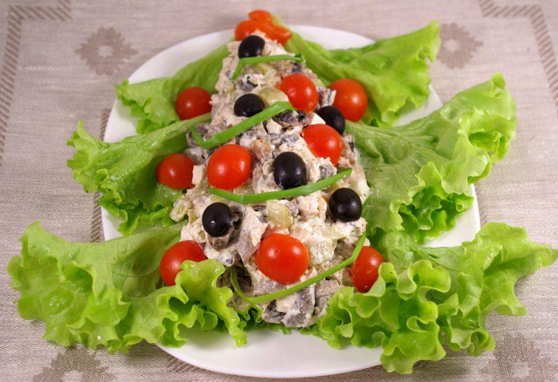 Салат с колбасой: фото