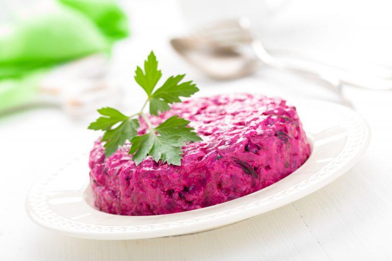 Свекольный салат с черносливом: фото