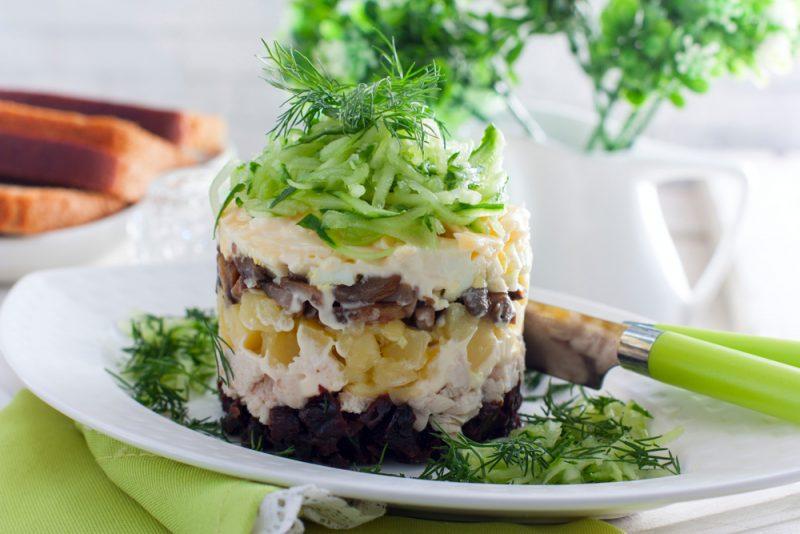 Салат с черносливом: фото