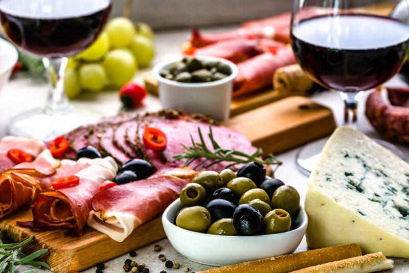 Ингредиенты для винной тарелки: фото