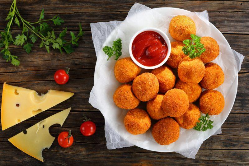Сырные шарики: рецепты