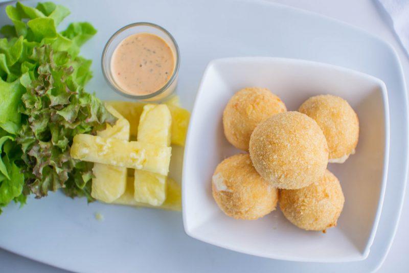 Сырные шарики с курицей: рецепт