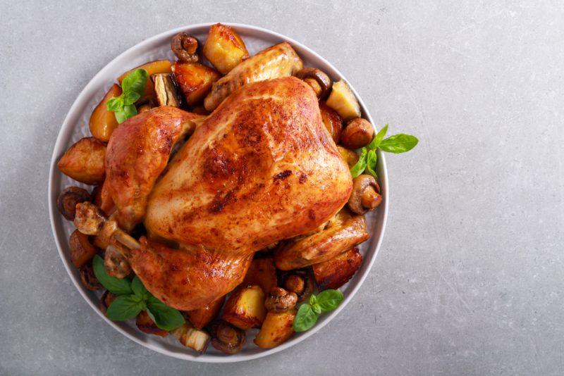Запечённая курица с грибами и картофелем