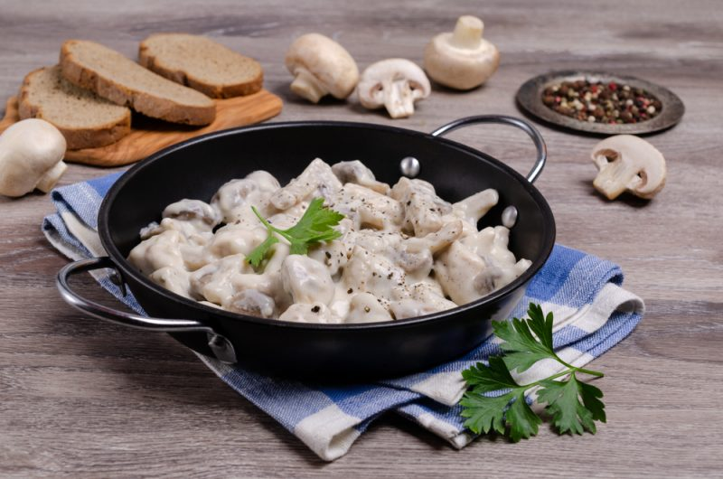 Куриное филе в сливках с грибами: фото