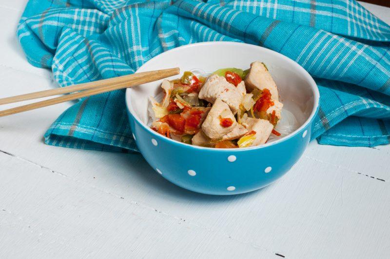 Фунчоза с куриным филе и овощами: рецепт