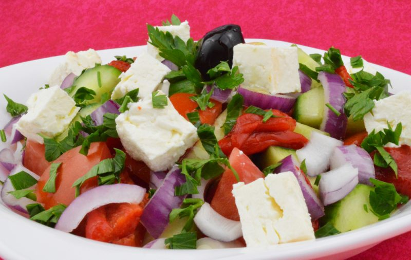 Греческий салат по классической рецептуре