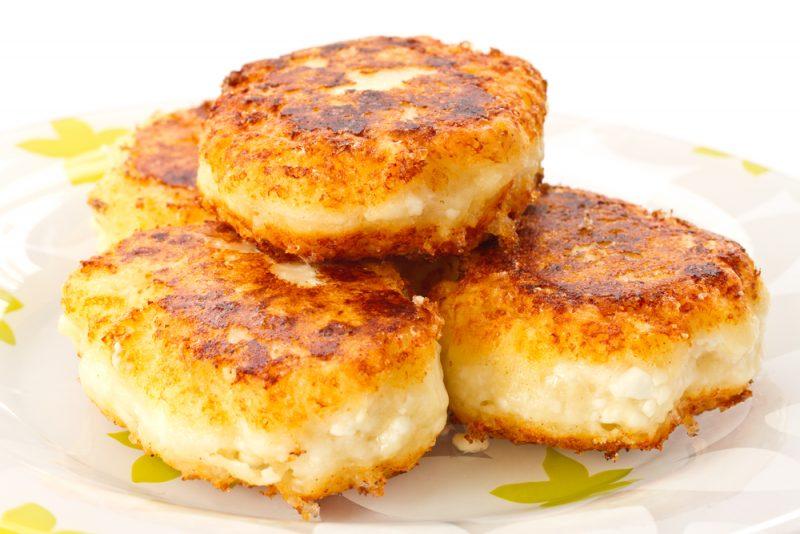 Пышные высокие сырники: рецепт с фото