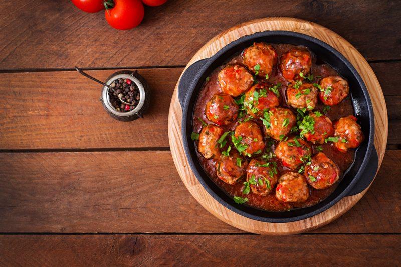 Фрикадельки в томатной подливе: фото
