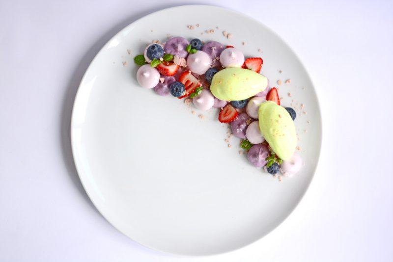 Десерты с безе и ягодами