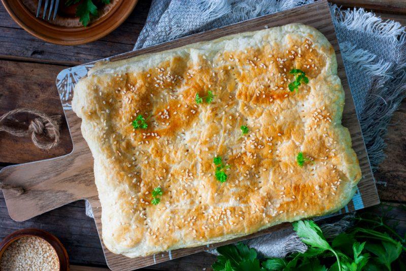 Грибной слоеный пирог: рецепт