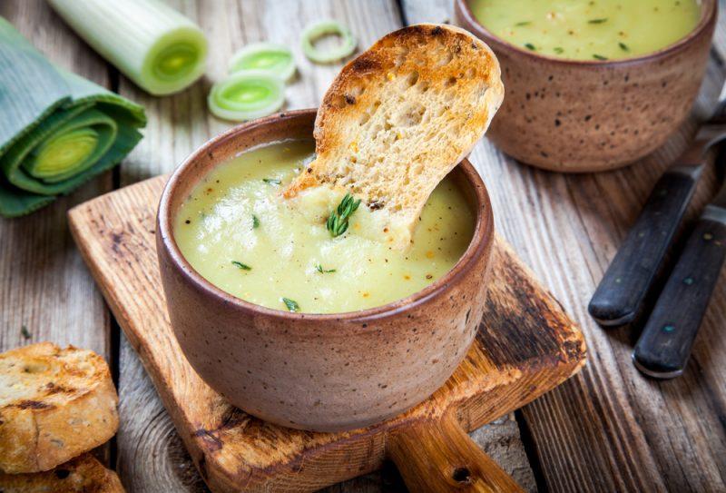 Луковый суп с брокколи: фото