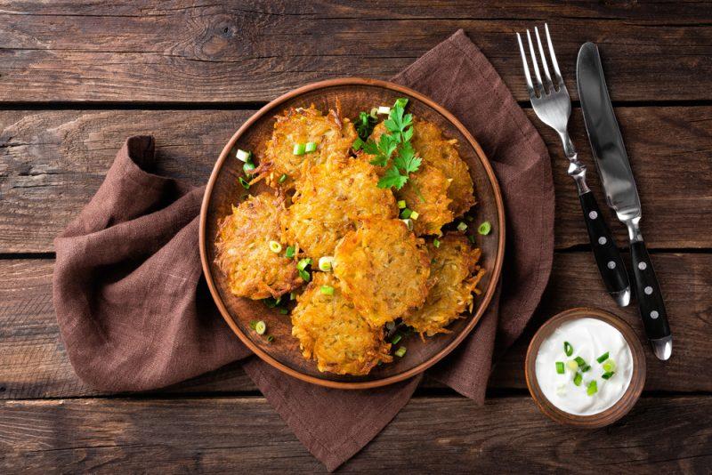 Картофельные драники с квашенной капустой