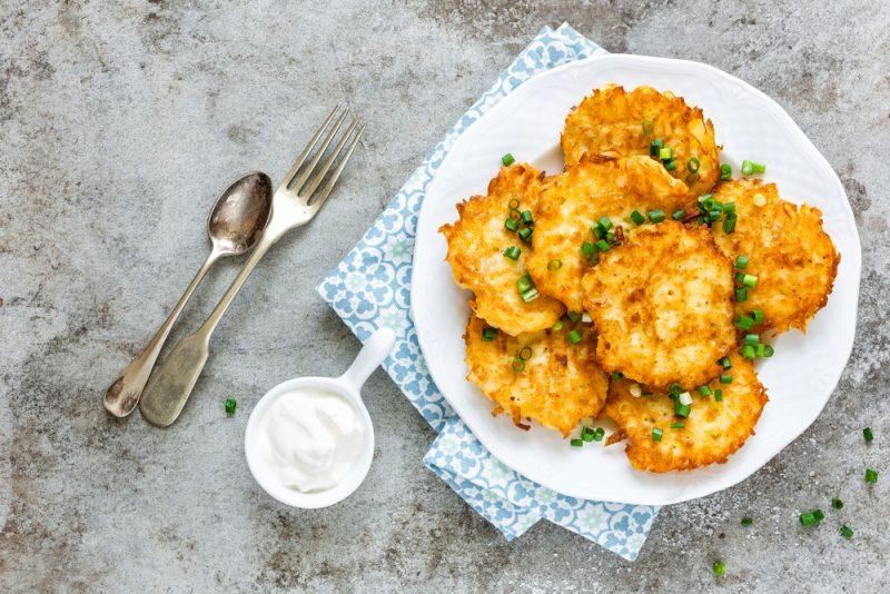 Картофельные драники с сыром: рецепт с фото
