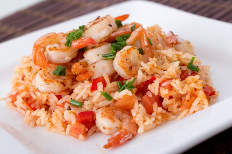 Креветки с рисом и томатами: пошаговый рецепт
