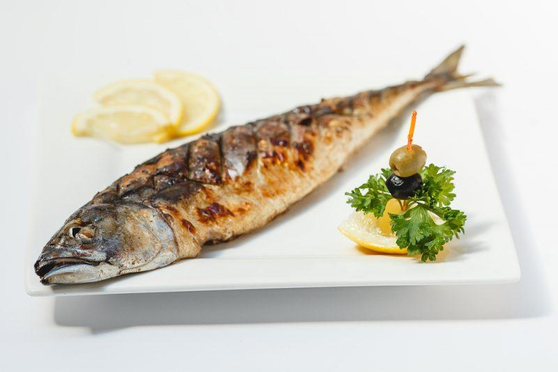Диетическая рыба, запеченная в духовке: рецепт