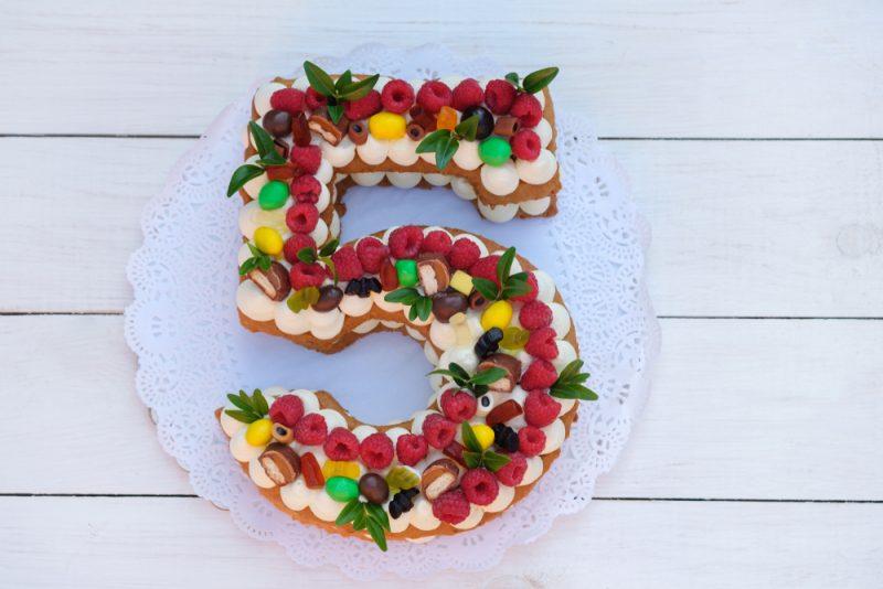 Торт-цифра из бисквитного теста: рецепт
