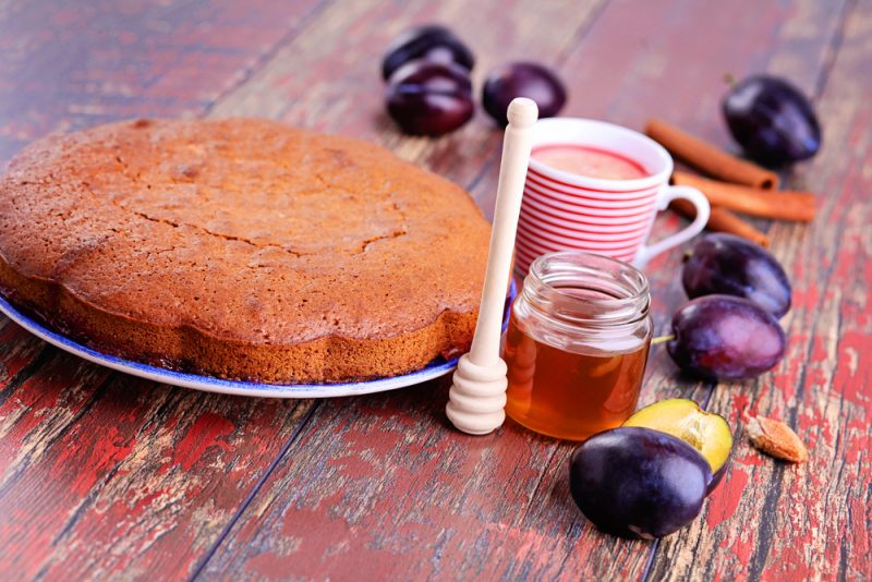 Медовый пирог с имбирем: рецепт