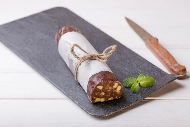 Шоколадная колбаса с творогом: рецепт