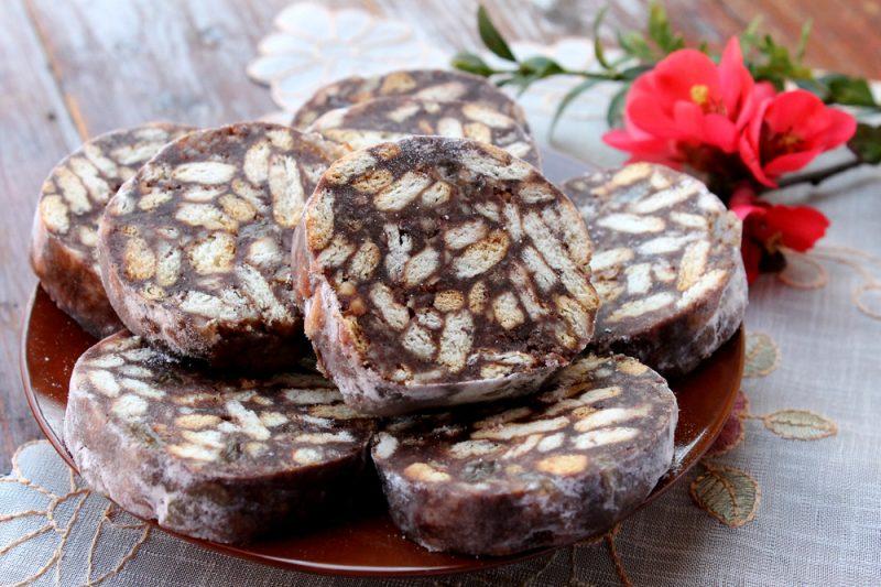 Сладкая колбаска из печенья: рецепт
