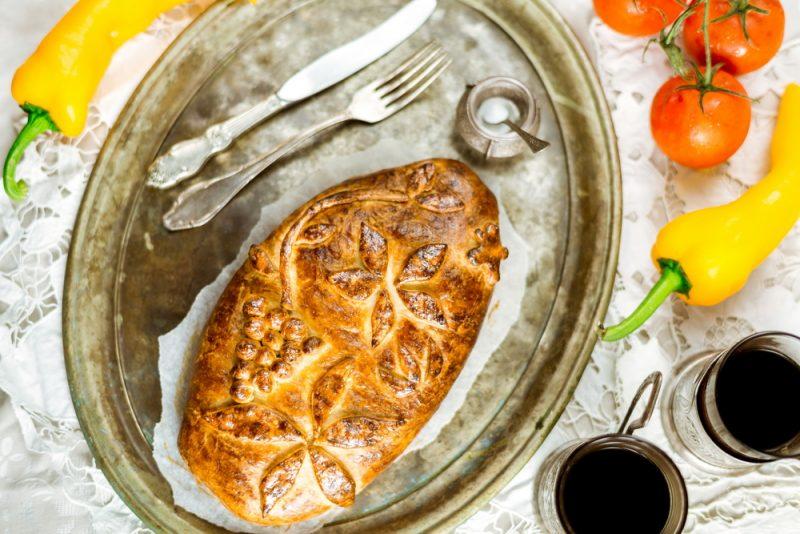 Кулебяка с капустой и яйцом: рецепт на скорую руку