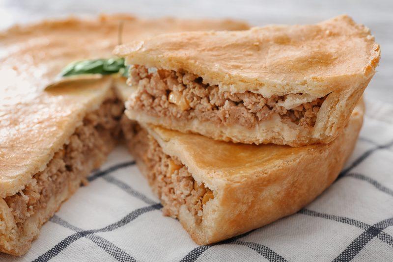 Классический мясной пирог со свининой: рецепт